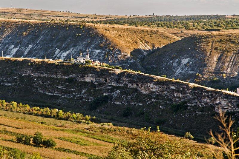Mama, cortul și copiii. Aventuri neprogramate în Moldova de peste Prut.
