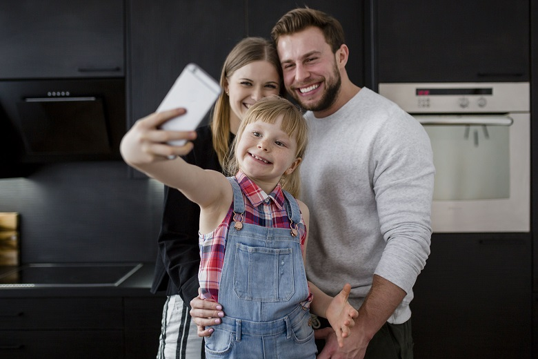 Întâlnire Modern Dad's Challenges Copiii digitali și accesul la tehnologie