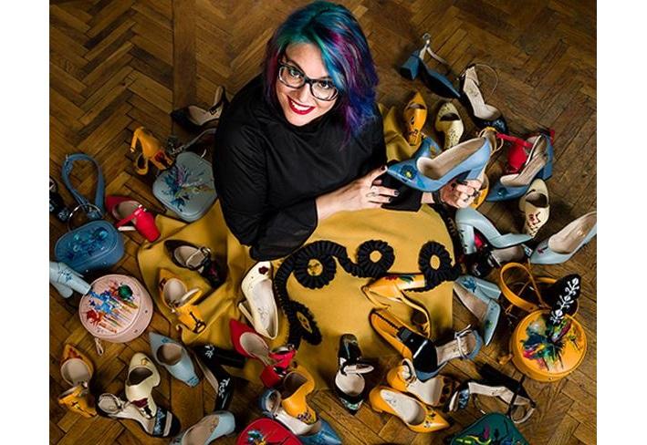 Pantofi pictați cu povești într-o nouă colecție Lyria